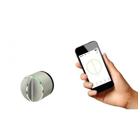 Danalock V3 with smartphone